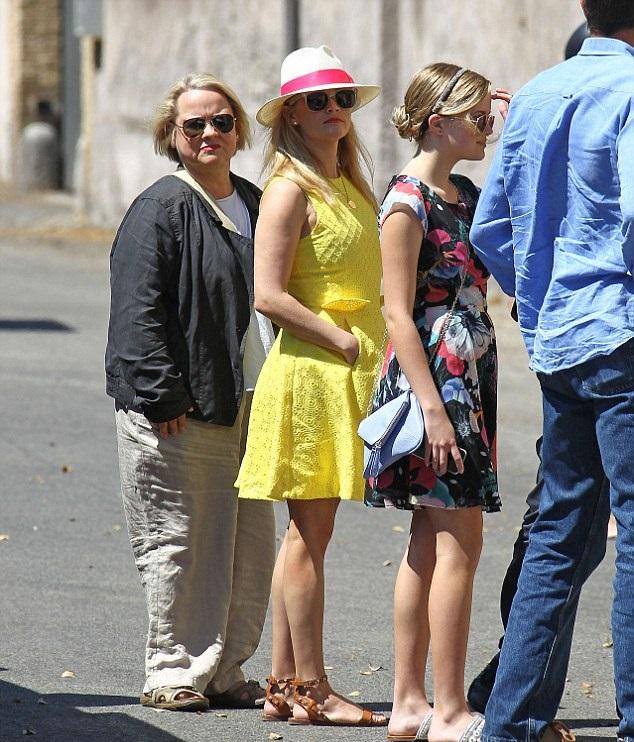 Риз Уизерспун с дочкой Авой и матерью Бетти