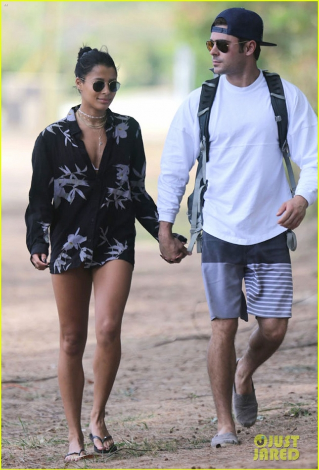 zac-efron-girlfriend-sami-miro-hold-hands-on-the-beach-05