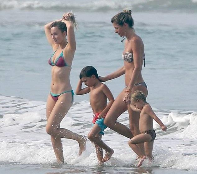 Жизель Бундхен с сестрой Рафаэлой и детьми