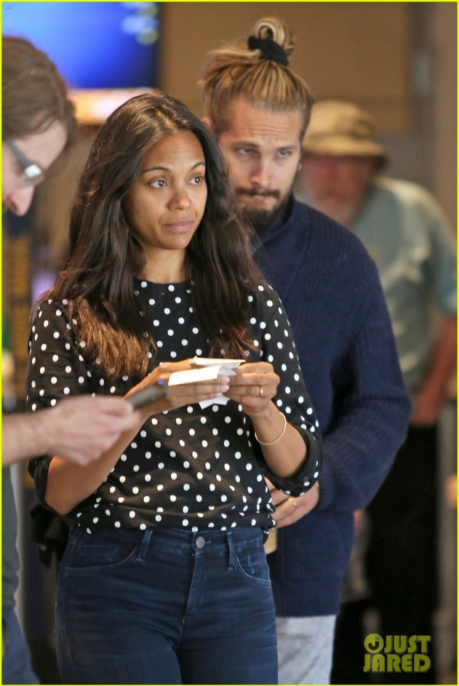 zoe-saldana-marco-perego-enjoy-movie-date-on-fathers-day-02