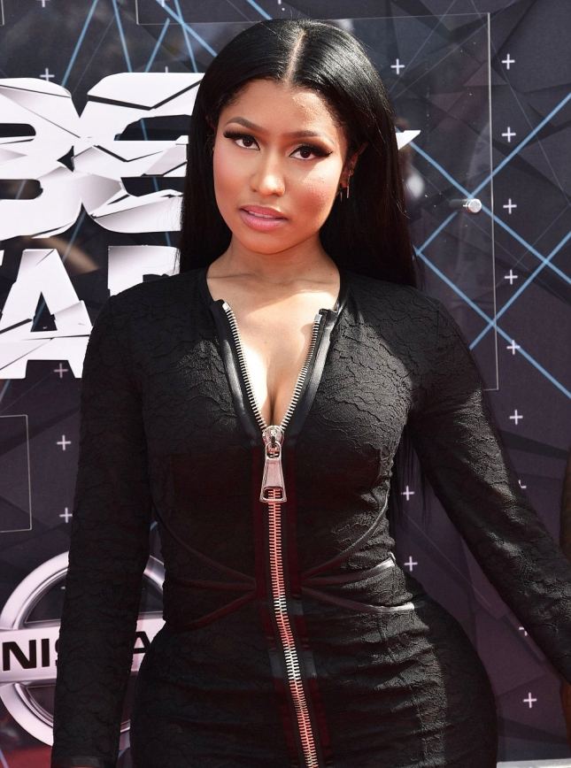 2A114A0A00000578-3142536-Lovely_in_lace_Nicki_who_won_Best_Female_Hip_Hop_Artist_highligh-a-119_1435562284689
