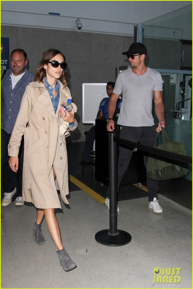 alexander-skarsgard-alexa-chung-bring-their-love-to-la-12