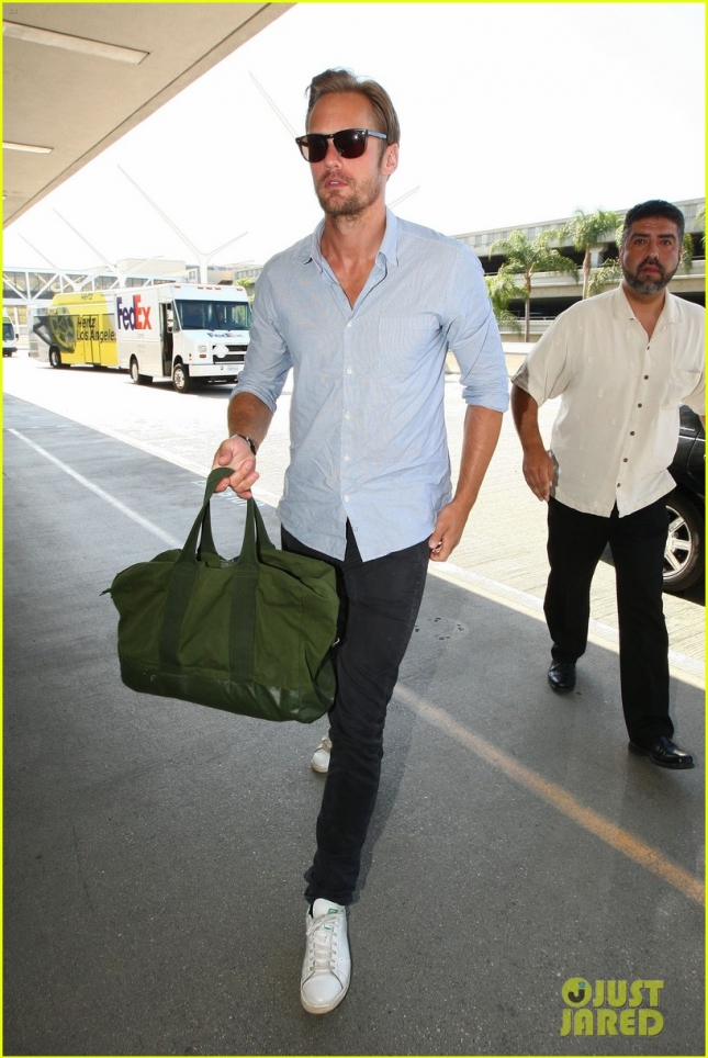 'True Blood' star Alexander Skarsgard jets out of Los Angeles