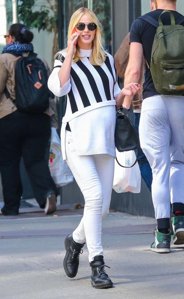 Анна Вьялицына на прогулке, май 2015