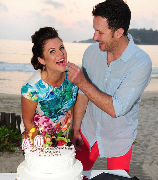 Тиффани с мужем Брэди, фото с 40-летия актрисы