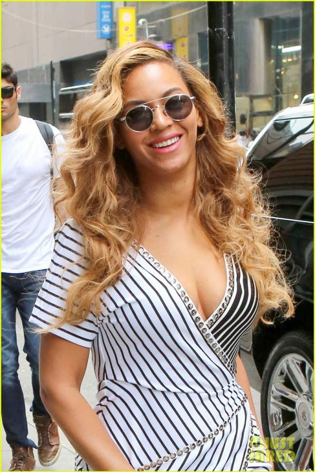 Beyonce Knowles Wears A Sexy Striped Wrap Dress In NYC