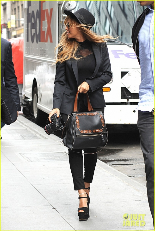 Beyonce Knowles Arrives At Her NYC Office With Camera In Hand