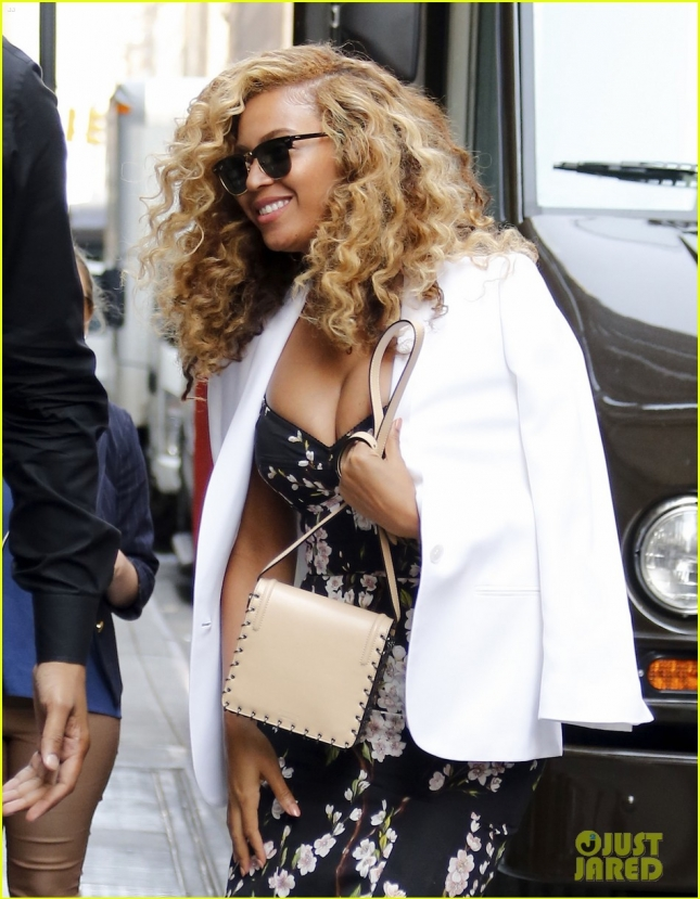 Beyonce Is All Smiles In NYC