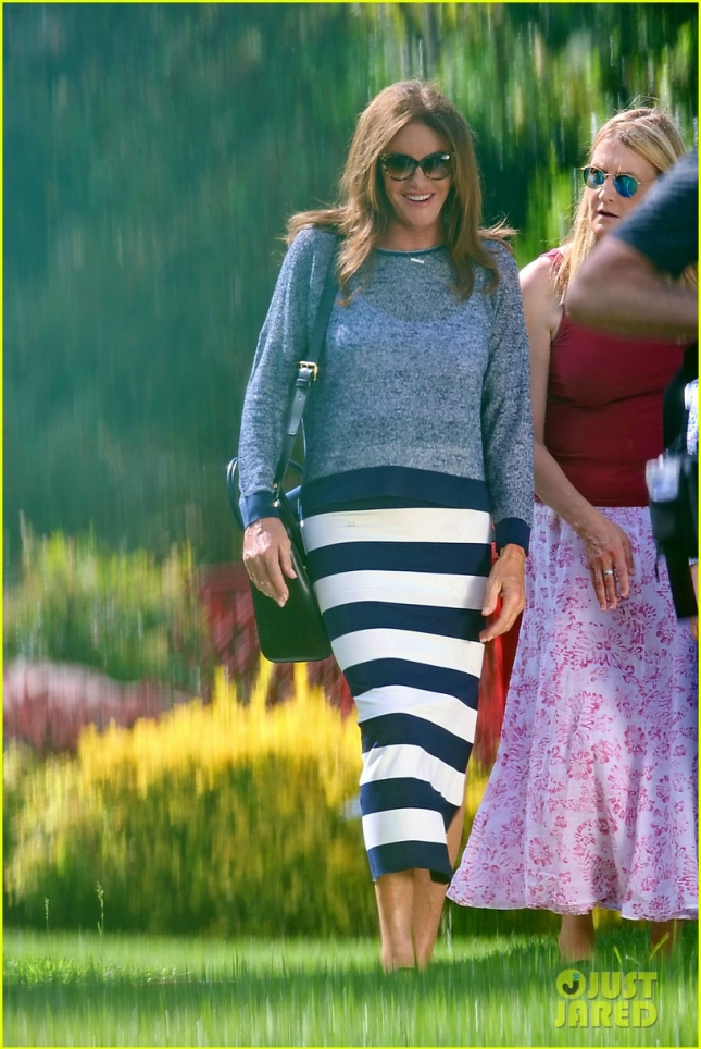 caitlyn-jenner-cant-help-but-smile-for-fun-day-with-friends-20