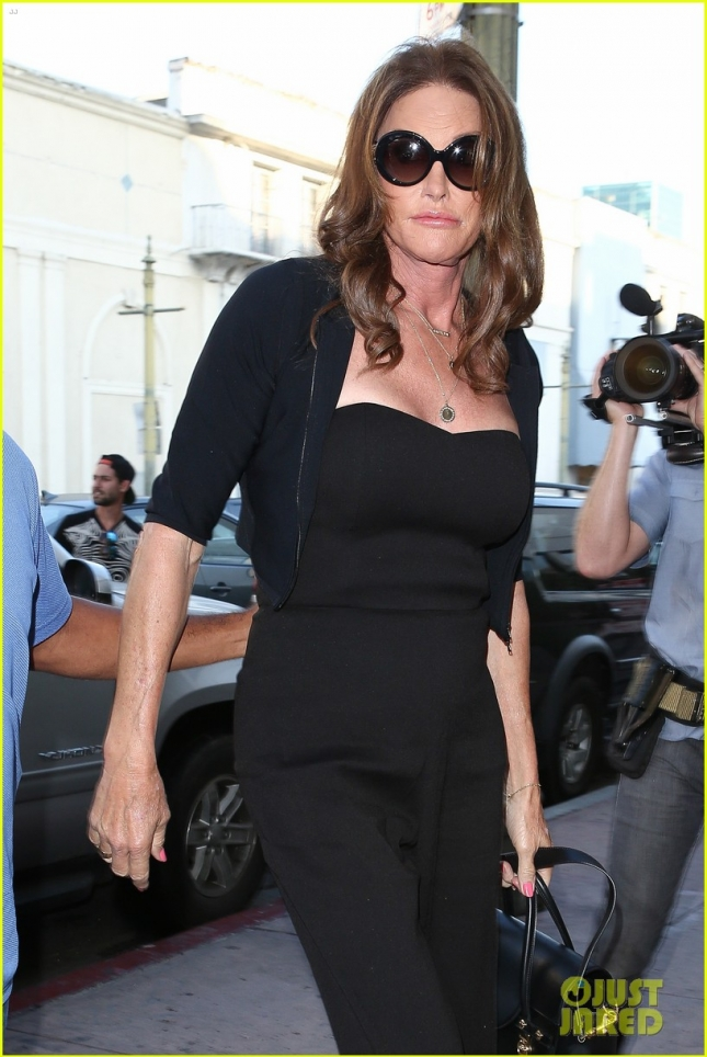Caitlyn Jenner dresses up for dinner with friends