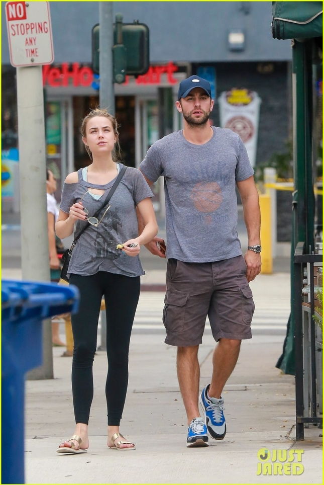 chace-crawford-spends-the-day-with-rebecca-rittenhouse-05
