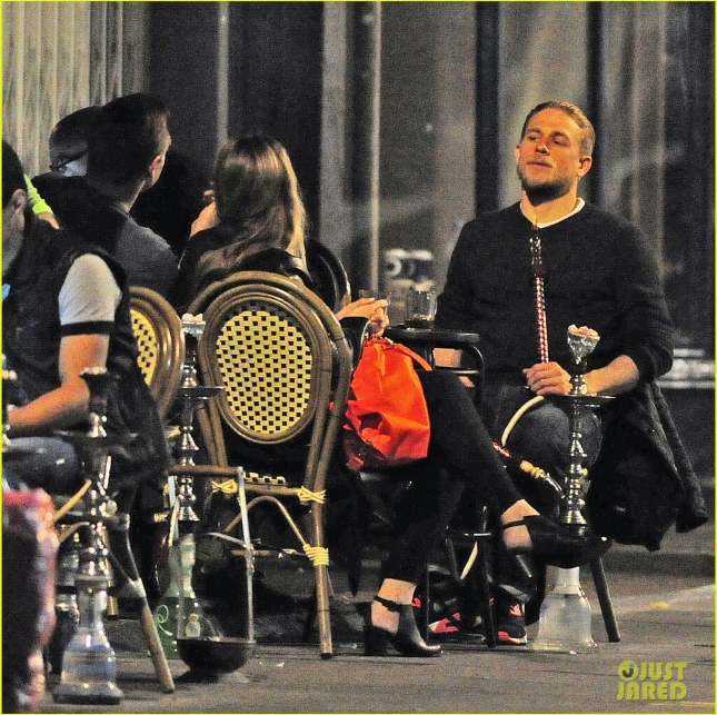 charlie-hunnam-hangs-out-at-hookah-bar-with-friends-12