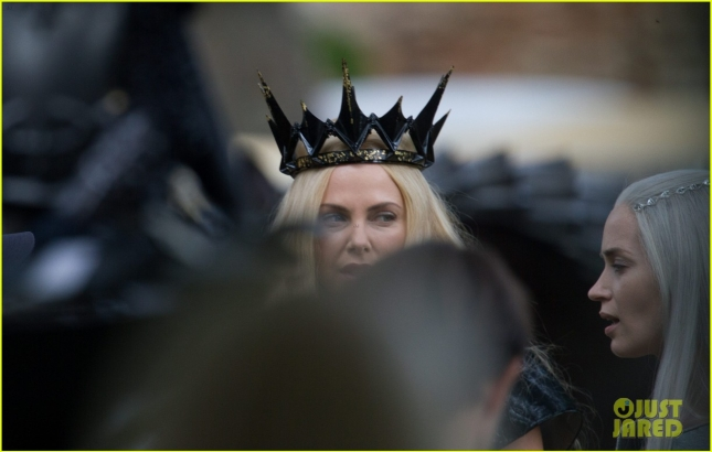 charlize-theron-emily-blunt-the-huntsman-04
