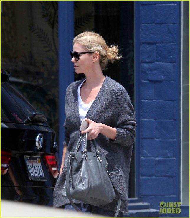 charlize-theron-how-she-choses-roles-dark-places-02