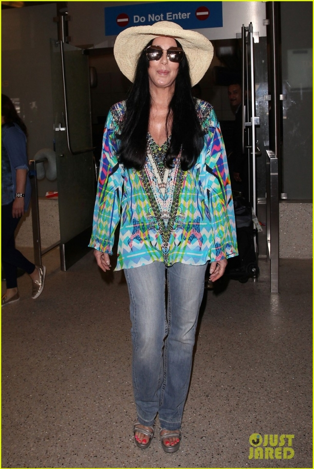 cher-steps-out-looking-healthy-after-bogus-dying-rumors-01