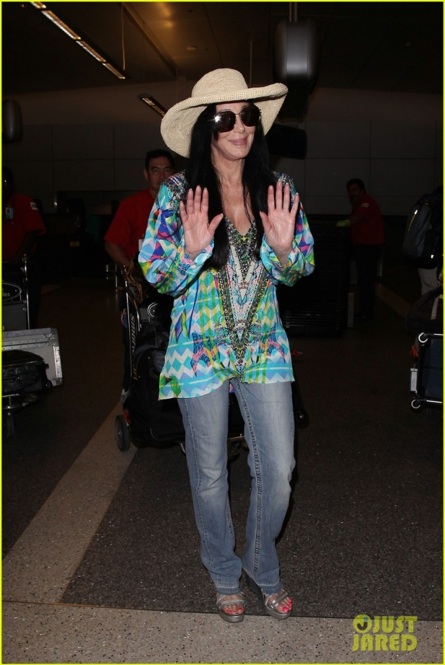 cher-steps-out-looking-healthy-after-bogus-dying-rumors-04