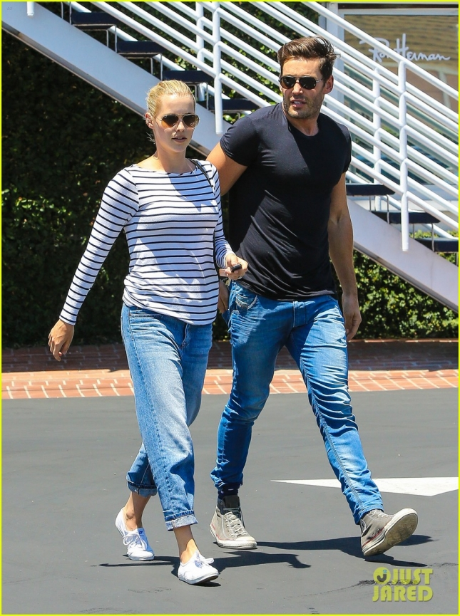 'The Originals' Claire Holt does lunch with a friend after engagement