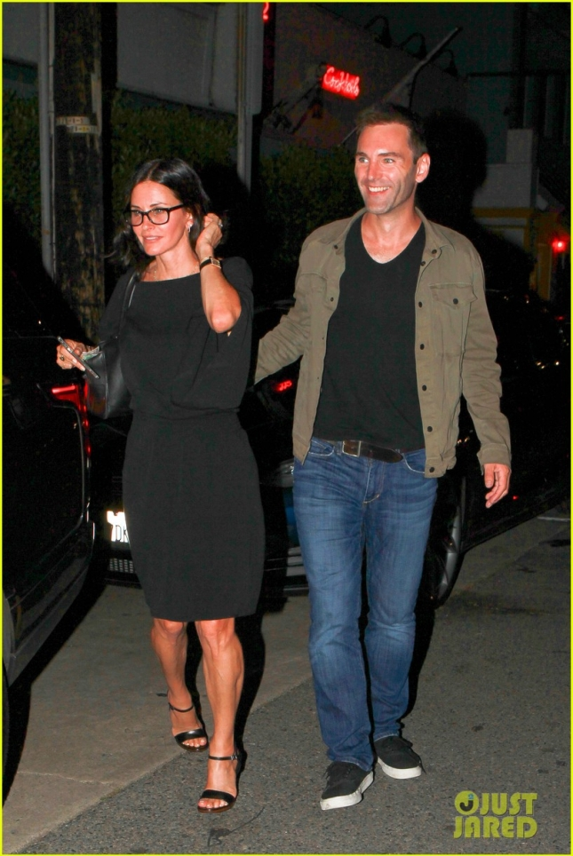 courteney-cox-johnny-mcdaid-are-all-smiles-on-date-night-03