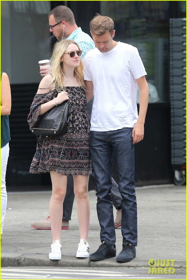Dakota Fanning and beau Jamie Strachan grab breakfast at IHOP