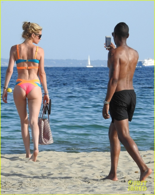 Doutzen Kroes Shows Off Her Bikini Body In Spain