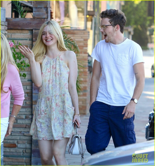 elle-fanning-dating-zalman-band-02