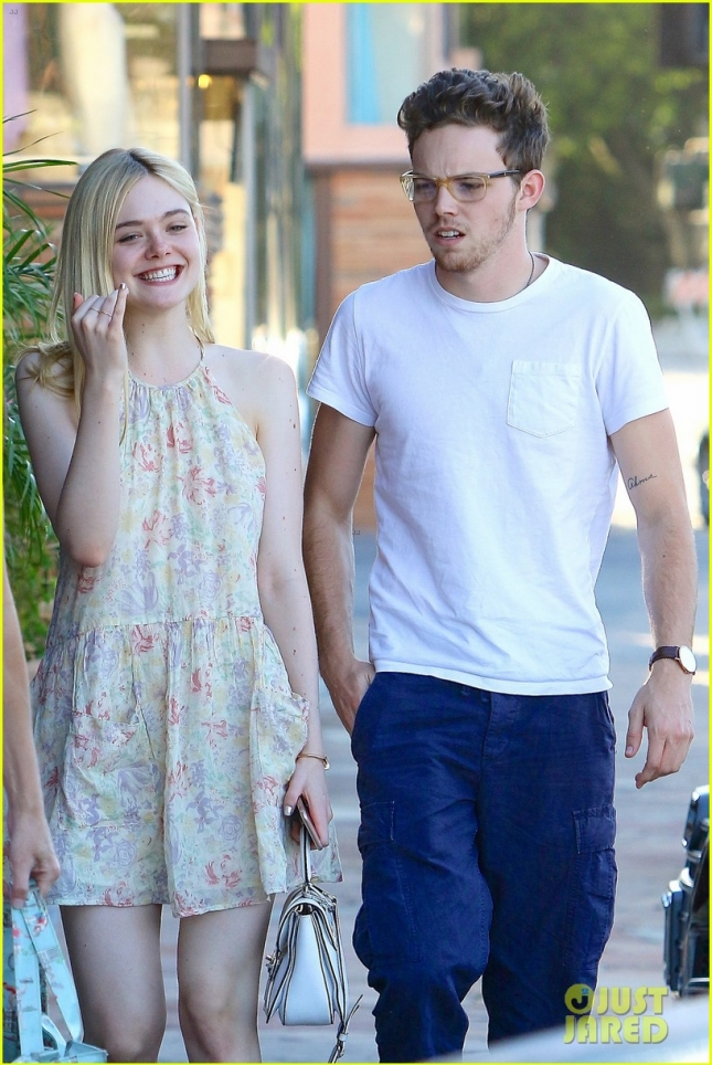 elle-fanning-dating-zalman-band-03