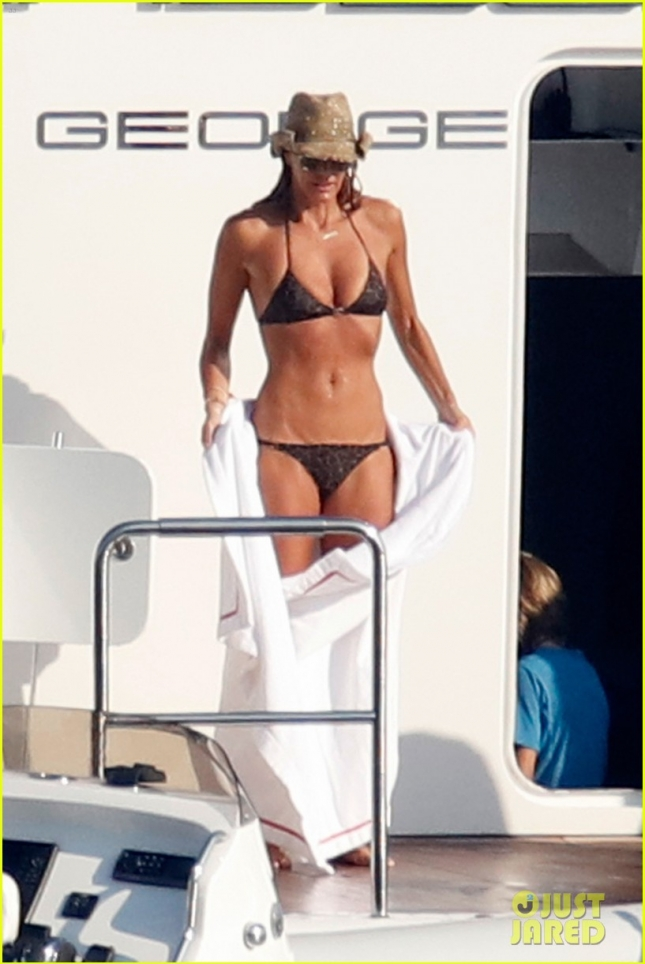 elle-mcphersons-bikini-body-at-51-is-seriously-flawless-01