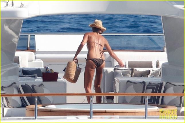 elle-mcphersons-bikini-body-at-51-is-seriously-flawless-28