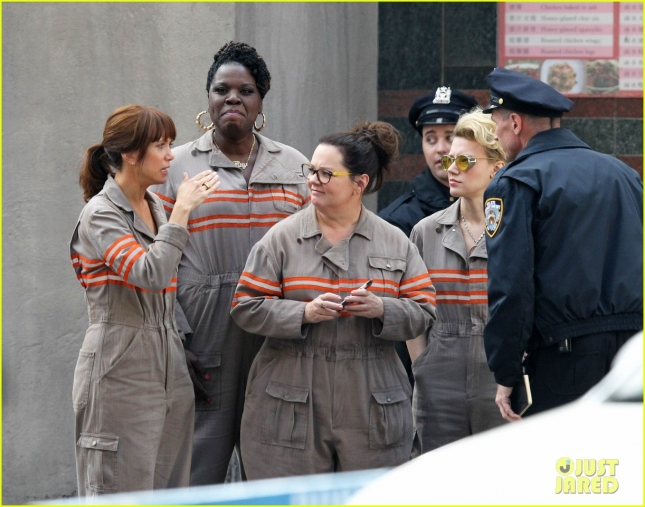 female-ghostbusters-cast-first-photo-in-costume-02