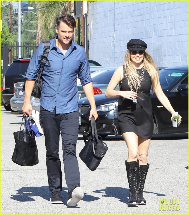 fergie-josh-duhamel-get-in-a-weekend-outing-together-01