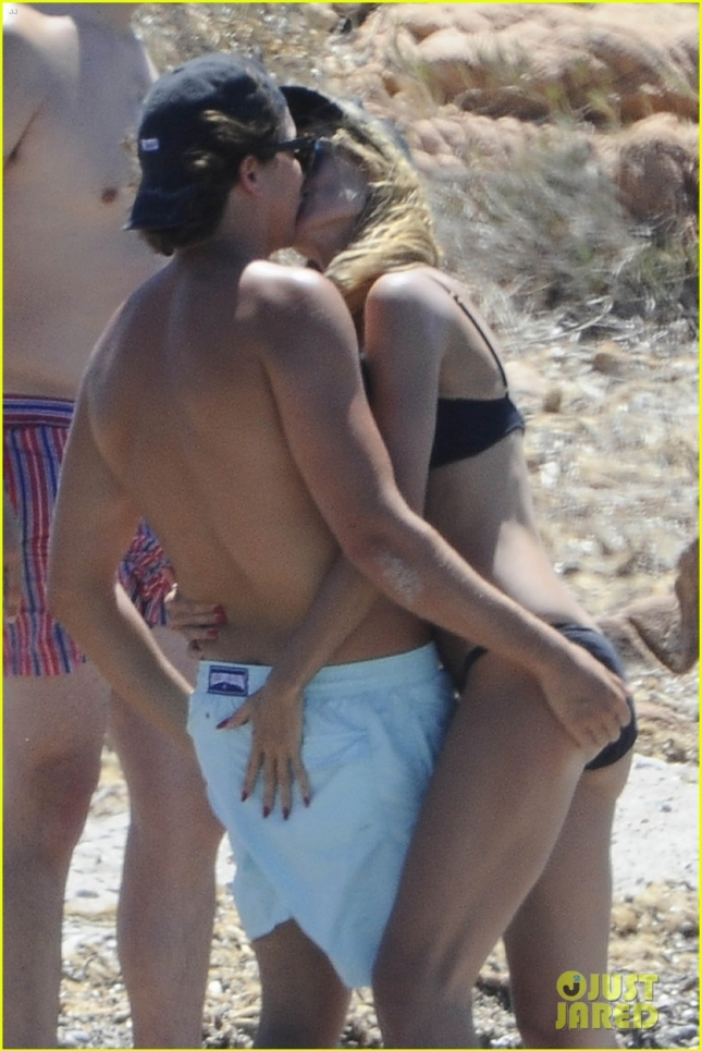 Lovestruck duo Heidi Klum and Vito Schnabel are touchy-feely in Italy **USA ONLY**