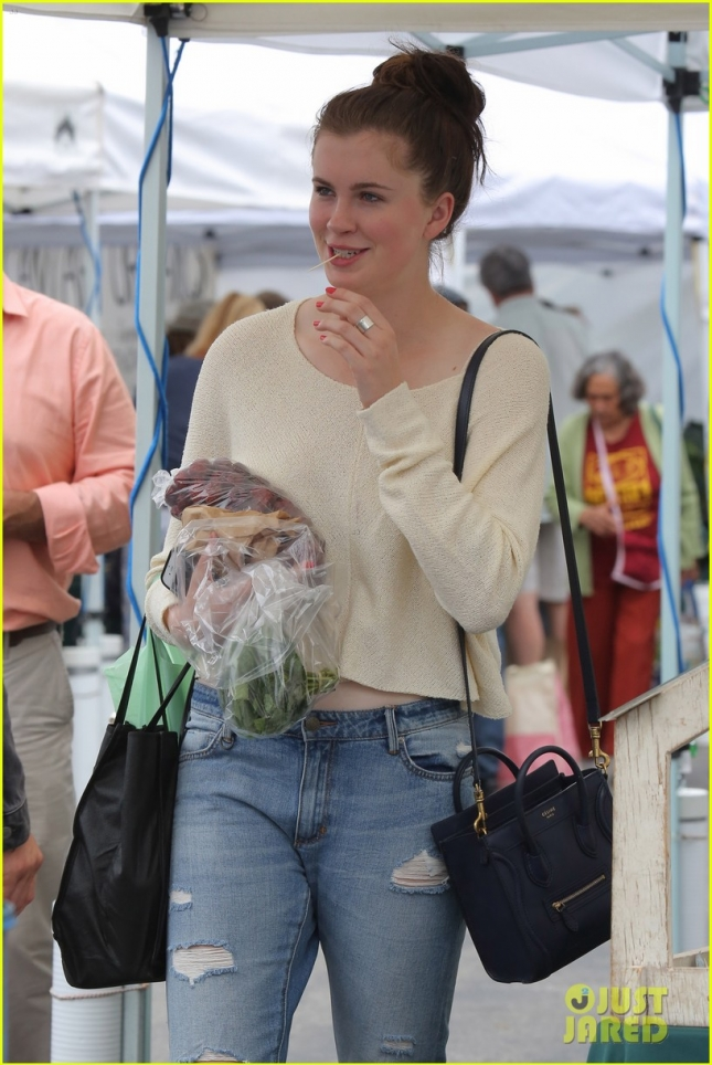 *EXCLUSIVE* Ireland Baldwin gets healthy eats at the Farmers Market