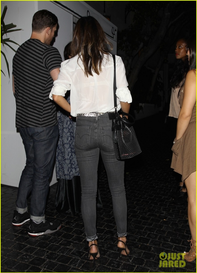 *EXCLUSIVE* Jamie Chung and friends arrive at Chateau Marmont **NO Australia, New Zealand**
