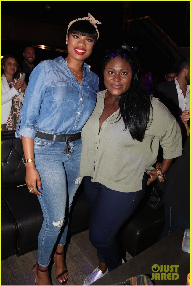 jennifer-hudson-gets-support-from-danielle-brooks-at-new-york-company-04