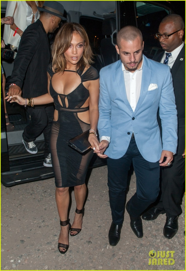jennifer-lopez-celebrates-46th-birthday-with-casper-smart-by-her-side-05