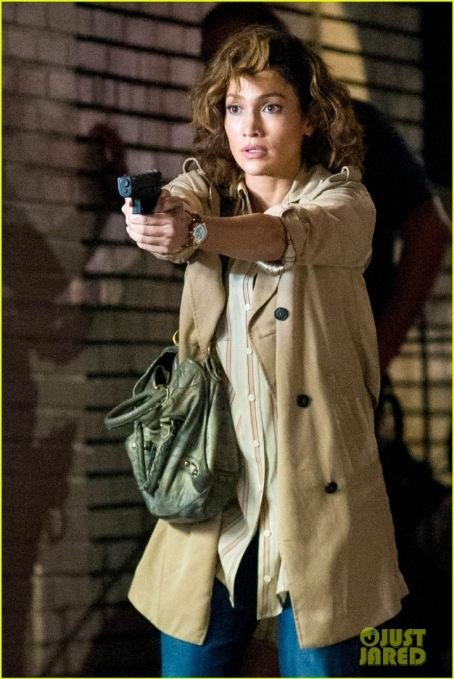 jennifer-lopez-lila-and-eve-shades-of-blue-gun-04