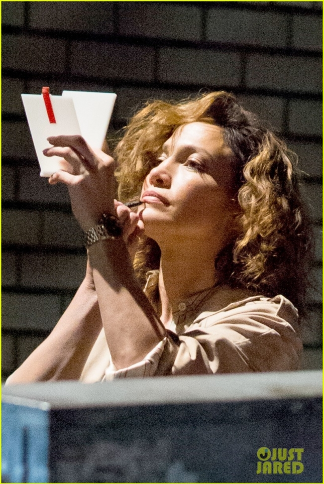 jennifer-lopez-lila-and-eve-shades-of-blue-gun-14