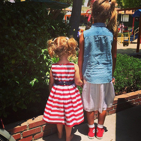 Jessica-Alba-daughters-showed-off-patriotism