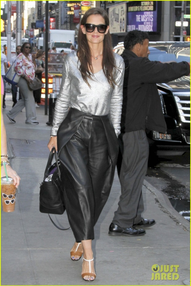Katie Holmes is looking fabulous as she arrives at Good Morning America **USA ONLY**