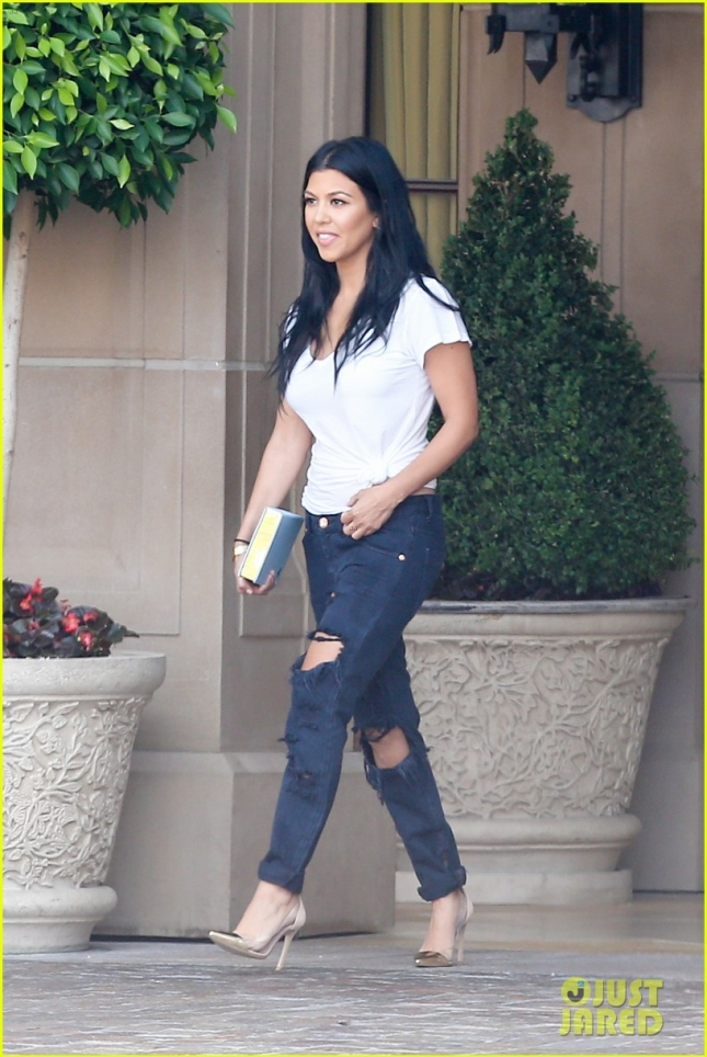 kourtney-kardashian-lunch-split-scott-07