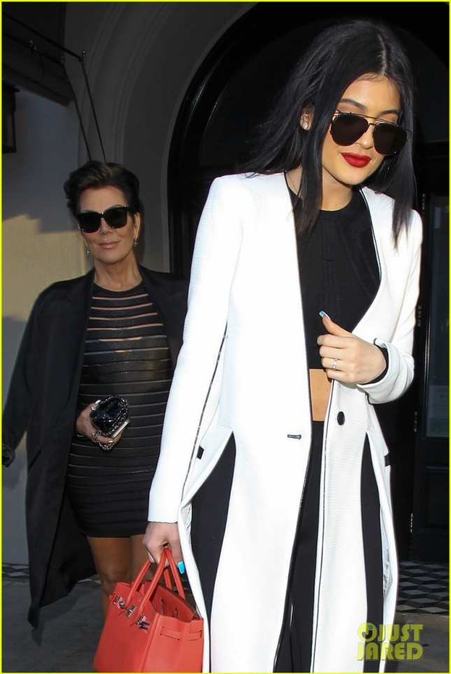 kylie-jenner-steps-out-amid-tyga-cheating-rumors-02