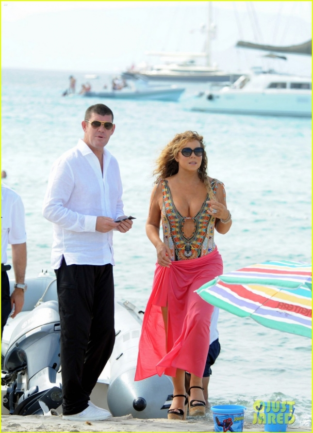 Mariah Carey goes for a romantic stroll on the beach with beau James Packer **USA ONLY**