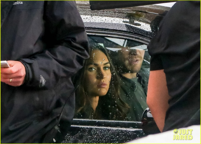 megan-fox-battles-rain-on-turtle-ninja-mutant-turtles-2-set-02