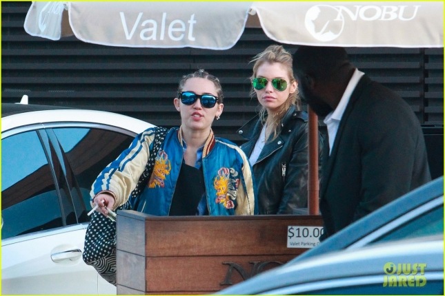 miley-cyrus-girlfriend-stella-maxwell-hold-hands-at-lunch-03