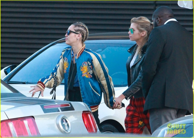 miley-cyrus-girlfriend-stella-maxwell-hold-hands-at-lunch-06