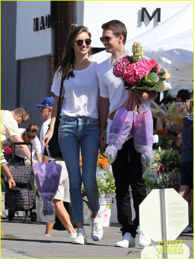 PREMIUM EXCLUSIVE Miranda Kerr and Evan Spiegel romantic stroll