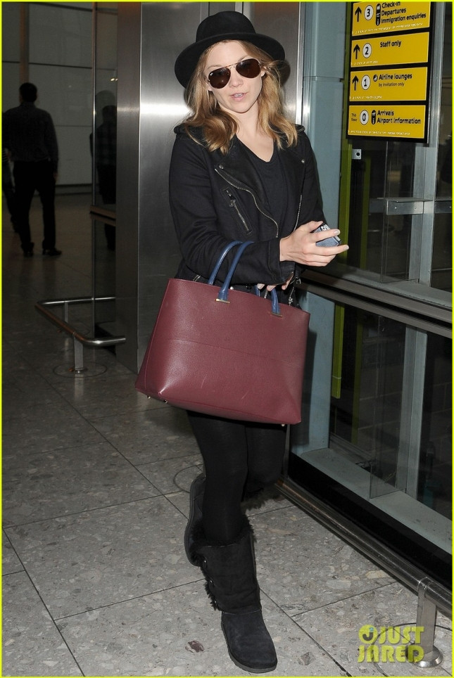 *EXCLUSIVE* Natalie Dormer and Anthony Byrne arrive at Heathrow **USA ONLY**
