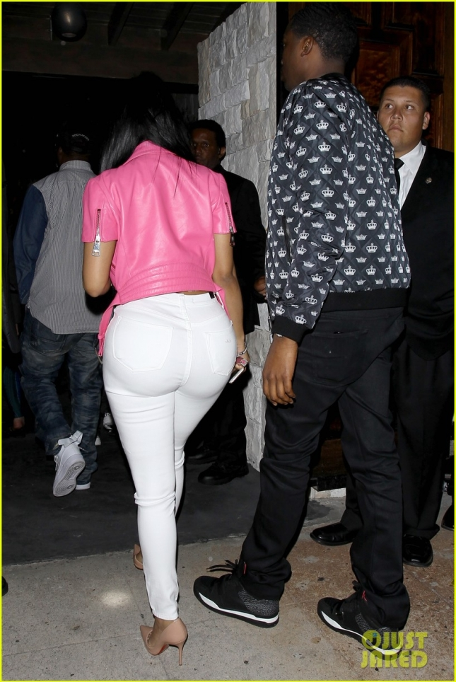 nicki-minaj-meek-mill-hold-hands-for-night-of-clubbing-16