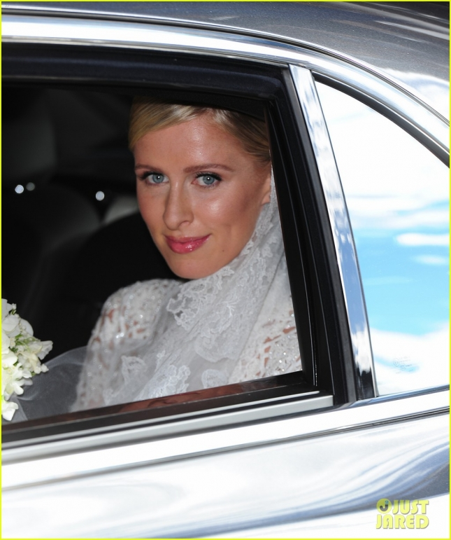 Никки Хилтон в платье Valentino