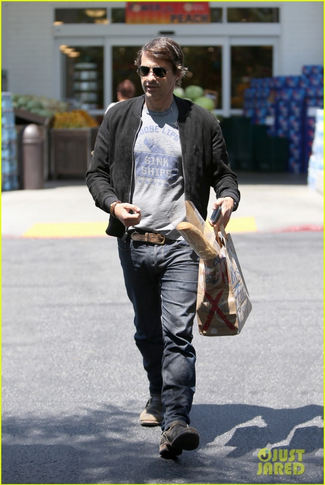 olivier-martinez-steps-out-after-his-second-wedding-anniversary-09